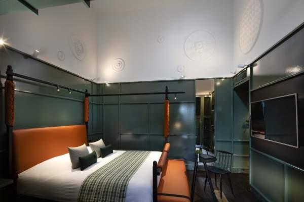 Une Suite @ 14 Rue de Turenne